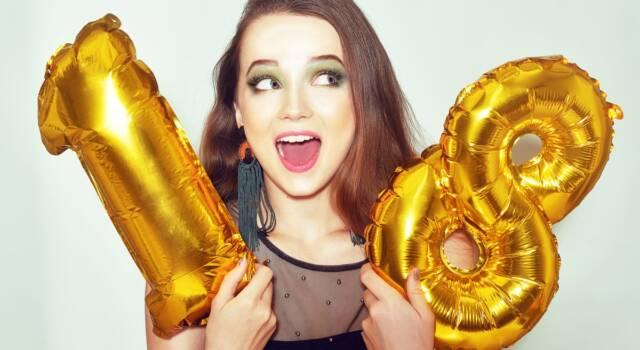 Auguri 18 anni: frasi e citazioni per il primo compleanno 'da grandi'