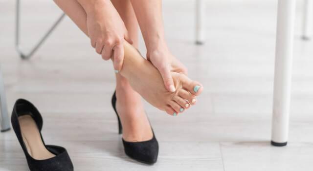 Quali sono le cause dei piedi gonfi e a quali rimedi si può ricorrere
