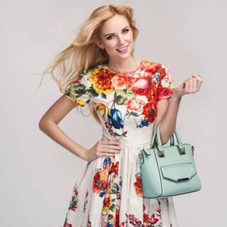 Fiori d'autunno: gli abiti dalle stampe floreali che ci metteranno allegria