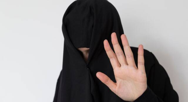 """Afghanistan, la protesta si scatena a colpi di tweet: """"Vogliamo le ragazze a scuola"""""""