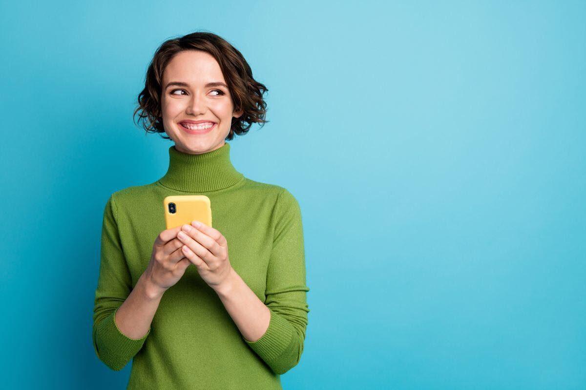 donna con telefono