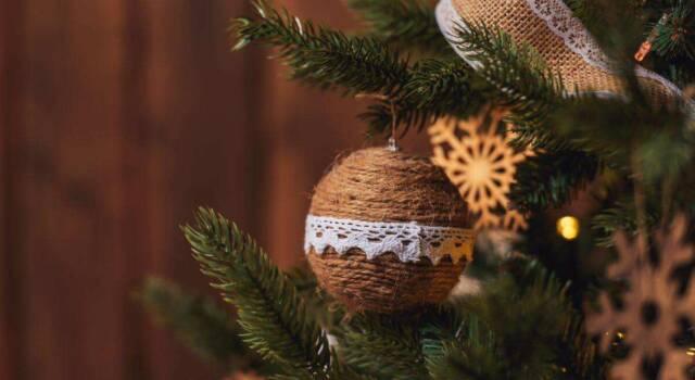 Palline di Natale con spago: come realizzarle in modo semplice e veloce