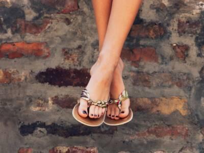 Le ciabatte (di lusso) sono le scarpe must-have dell'anno, ad ogni… costo!