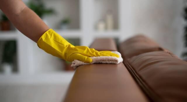 Come pulire il divano in ecopelle senza rovinarlo