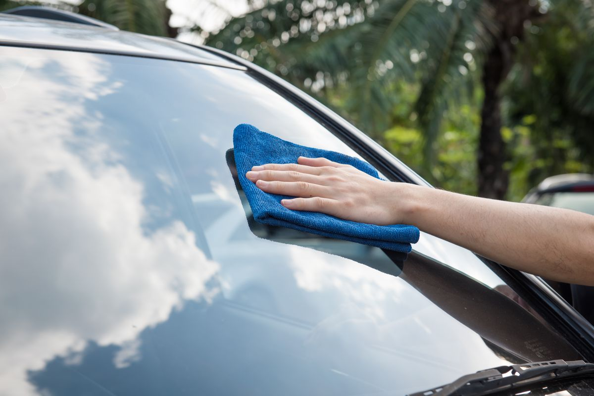 Pulire vetro auto