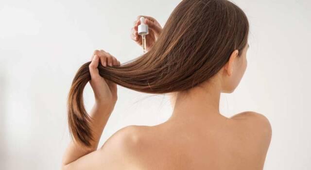 Ultime da TikTok: il siero all'acido ialuronico è utile per la salute dei capelli?