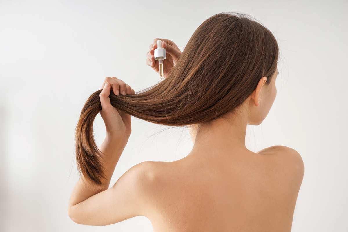 Ragazza maschera capelli trattamento