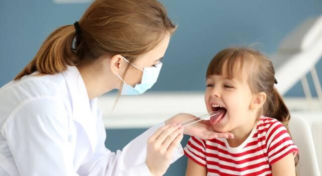 Cosa provoca la faringite nei bambini e quali sono i rimedi?