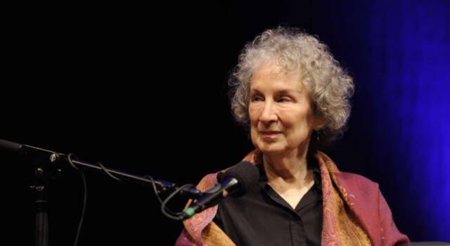 Chi è Margaret Atwood, tra libri e curiosità: tutto quello che non sai sulla scrittrice