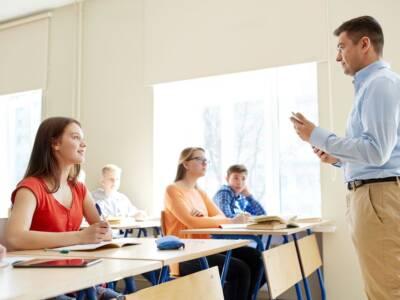 Vietato lo slang a scuola: la decisione riapre il dibattito
