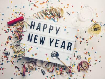 Auguri di buon anno spiritosi: cosa scrivere a Capodanno